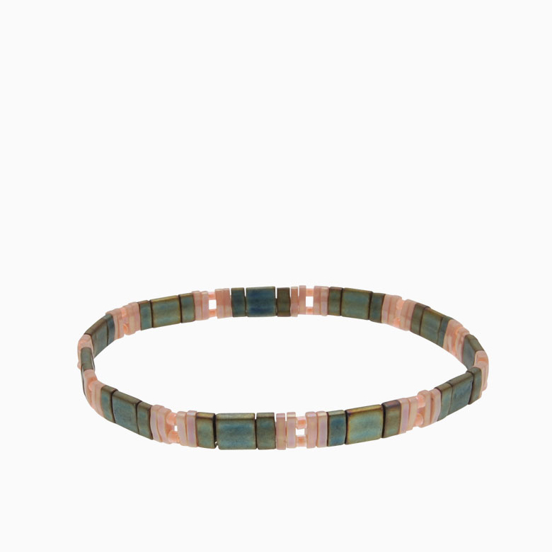 Armbånd  med fine firkantede perler   no. 151