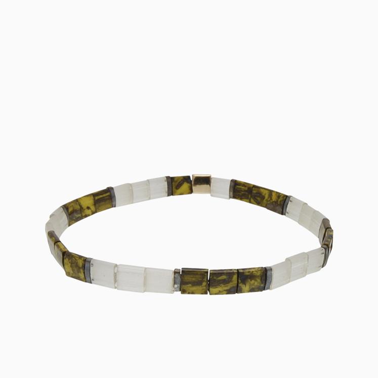 Armbånd  med fine firkantede perler | no. 153